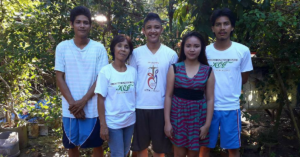 Remus (middle) together with his family.